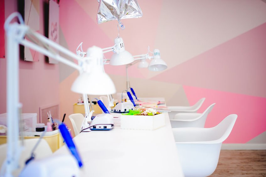 feminine nail salon design idea
