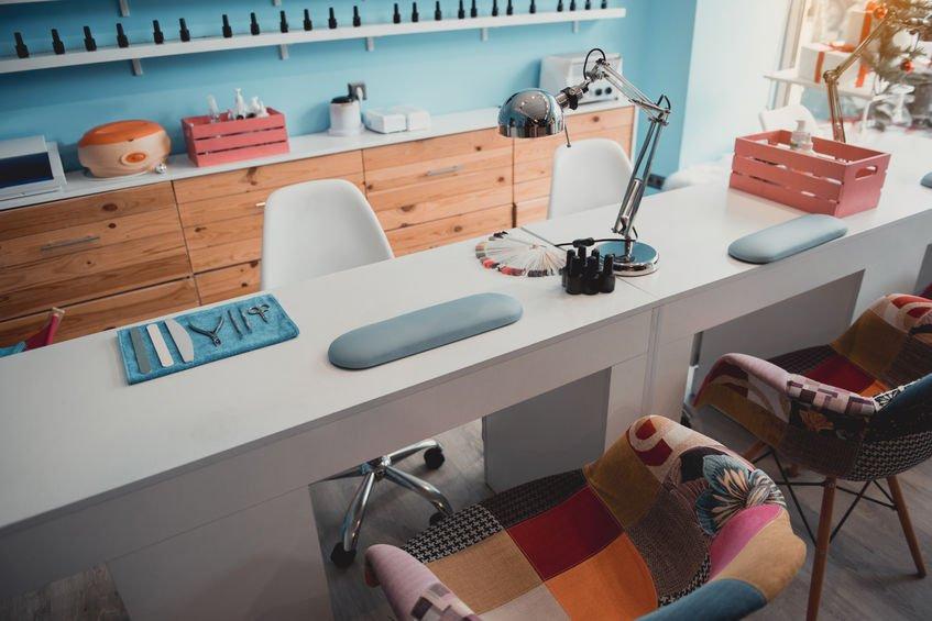 All natural nail salon design idea